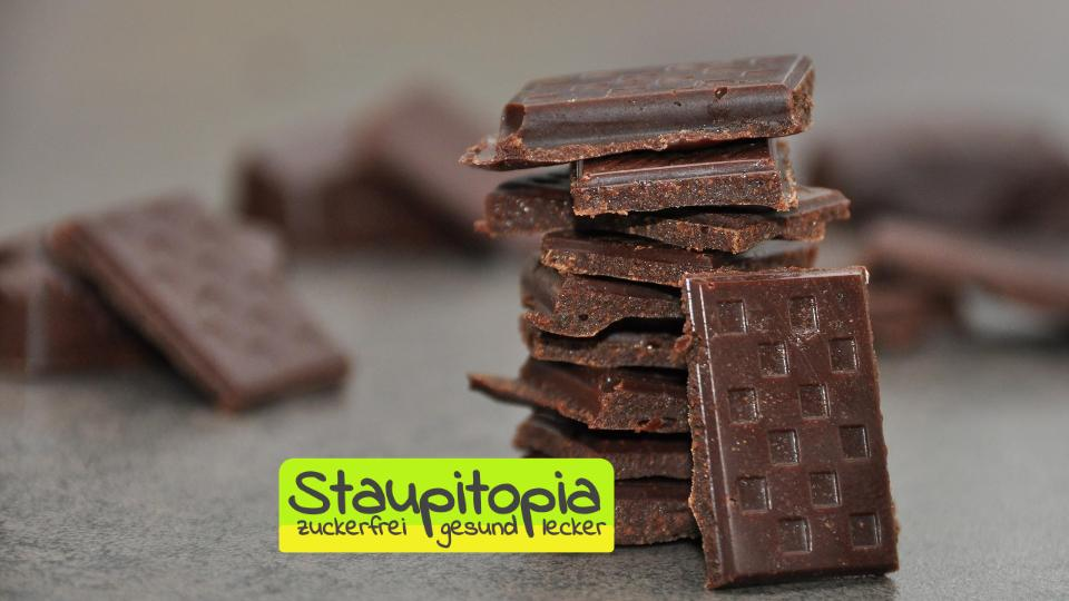 Low Carb Zartbitter Schokolade mit zuckerfreiem Sirup