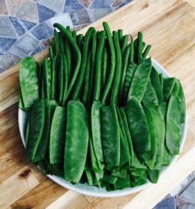Grüne Bohnen und frische Zuckerschoten.